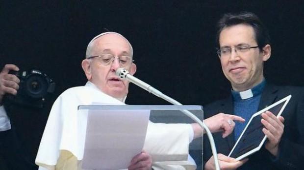 Đức Giáo hoàng Francis ra mắt ứng dụng cầu nguyện online trên điện thoại - Ảnh 1.