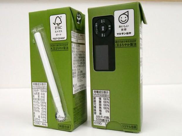 Tưởng đùa mà thật: Lấy ý tưởng từ sự lơ đãng của học sinh, công ty Nhật chế luôn máy nghe nhạc trong vỏ hộp sữa - Ảnh 7.