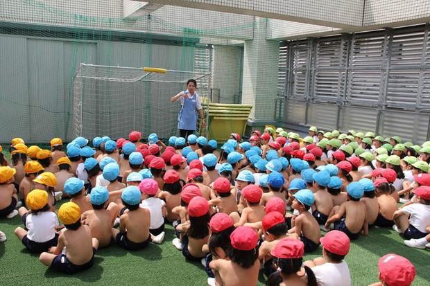 Giáo dục trần truồng - phương pháp kỳ lạ bắt học sinh ở trần tại một trường học ở Nhật Bản - Ảnh 6.