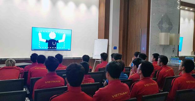 HLV Park Hang-seo gắt với trọng tài, nhưng cấm các học trò làm điều tương tự trước thềm tứ kết Asian Cup 2019 - Ảnh 1.