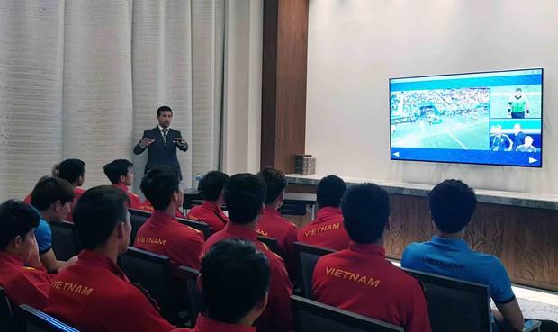 HLV Park Hang-seo gắt với trọng tài, nhưng cấm các học trò làm điều tương tự trước thềm tứ kết Asian Cup 2019 - Ảnh 2.