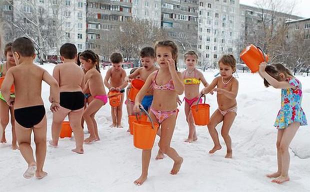 Giáo dục trần truồng - phương pháp kỳ lạ bắt học sinh ở trần tại một trường học ở Nhật Bản - Ảnh 8.