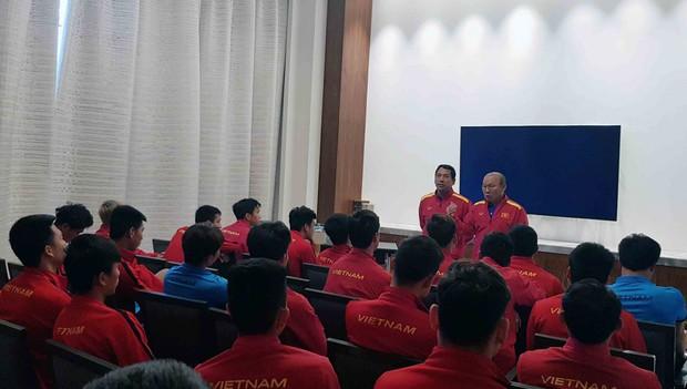 HLV Park Hang-seo gắt với trọng tài, nhưng cấm các học trò làm điều tương tự trước thềm tứ kết Asian Cup 2019 - Ảnh 3.