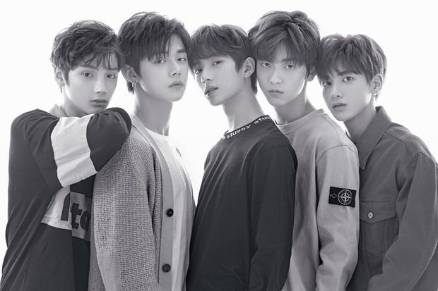 Sau JYP, Bighit cũng xác nhận đội hình chính thức của TXT, điểm giống và khác ITZY đều có - Ảnh 1.
