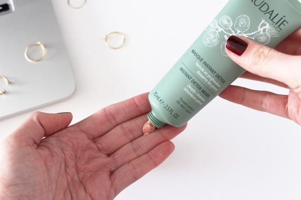 Nếu trót bỏ bê làn da trong thời gian qua, bạn hãy thực hiện các bước chăm sóc cấp tốc này để kịp có da xinh đón Tết - Ảnh 4.