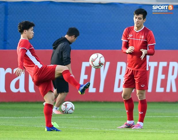 Vừa trả lời đanh thép ở họp báo, Công Phượng lao vào tập luyện chờ đấu Nhật Bản - Ảnh 5.