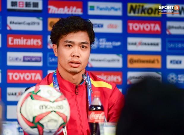 Vừa trả lời đanh thép ở họp báo, Công Phượng lao vào tập luyện chờ đấu Nhật Bản - Ảnh 7.
