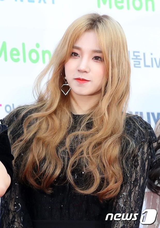 Hơn 80 sao Hàn đổ bộ thảm đỏ Gaon 2019: Tzuyu xuất sắc, nữ thần lai và mỹ nhân TWICE gây chú ý vì vòng 1 đốt mắt - Ảnh 28.