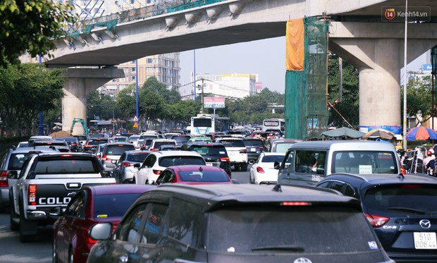 Ngộp thở với hình ảnh kẹt xe không lối thoát trên đường vào trung tâm Sài Gòn những ngày gần Tết - Ảnh 7.