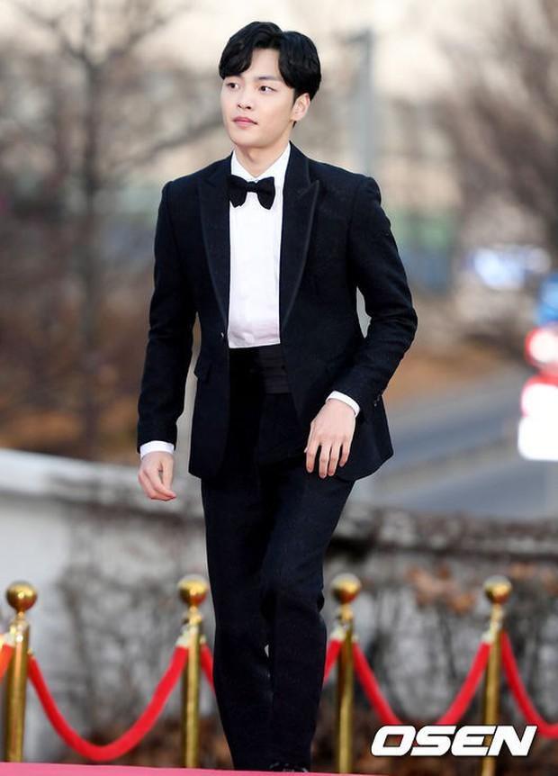 Hơn 80 sao Hàn đổ bộ thảm đỏ Gaon 2019: Tzuyu xuất sắc, nữ thần lai và mỹ nhân TWICE gây chú ý vì vòng 1 đốt mắt - Ảnh 30.