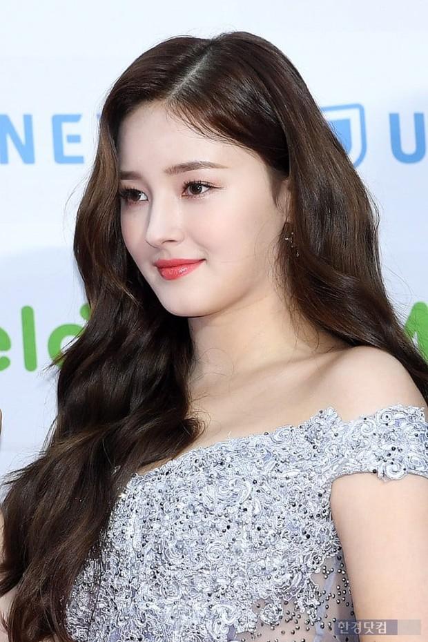 Hơn 80 sao Hàn đổ bộ thảm đỏ Gaon 2019: Tzuyu xuất sắc, nữ thần lai và mỹ nhân TWICE gây chú ý vì vòng 1 đốt mắt - Ảnh 18.
