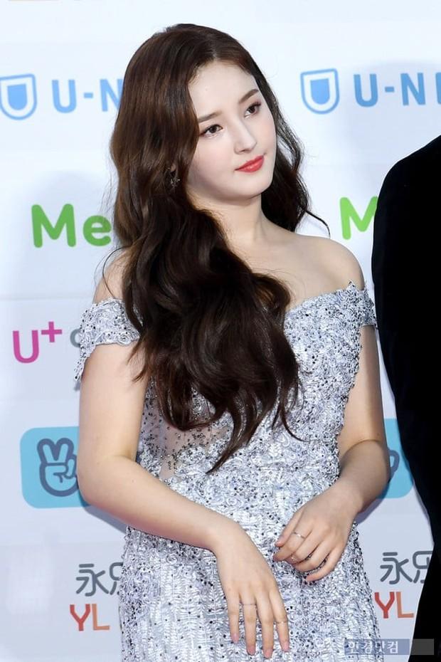 Hơn 80 sao Hàn đổ bộ thảm đỏ Gaon 2019: Tzuyu xuất sắc, nữ thần lai và mỹ nhân TWICE gây chú ý vì vòng 1 đốt mắt - Ảnh 17.
