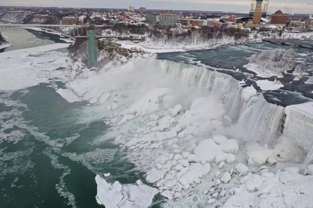 Chùm ảnh: Thác Niagara hóa xứ sở băng giá - Ảnh 2.
