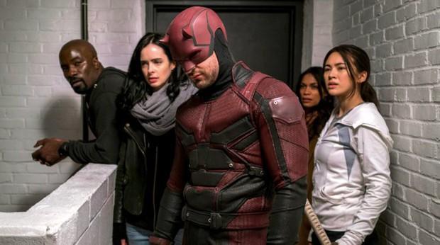 """Có thật Netflix lạnh lùng """"khai tử"""" hàng loạt series Marvel chỉ vì sức ép từ Disney? - Ảnh 1."""