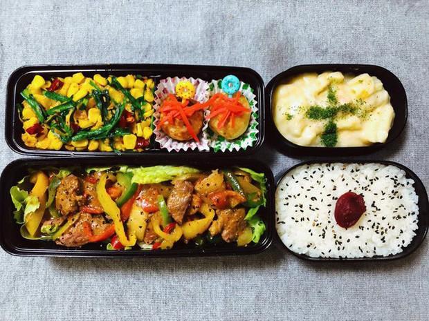 Tròn mắt thán phục người vợ quốc dân: Mỗi ngày chồng đi làm là một hộp cơm vừa ngon vừa đẹp, đủ 26 bữa/tháng - Ảnh 2.