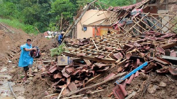 Mưa lớn, lở đất ở Indonesia làm ít nhất 6 người chết - Ảnh 1.
