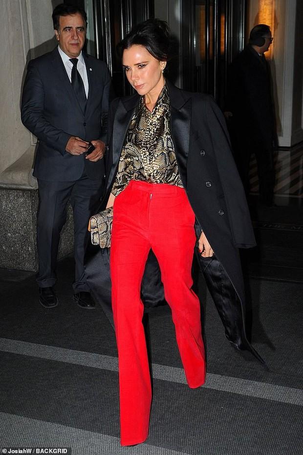 Vợ chồng Beckham xuất hiện sang chảnh ngút ngàn trên phố, không hổ danh cặp đôi đẳng cấp nhất thế giới! - Ảnh 2.