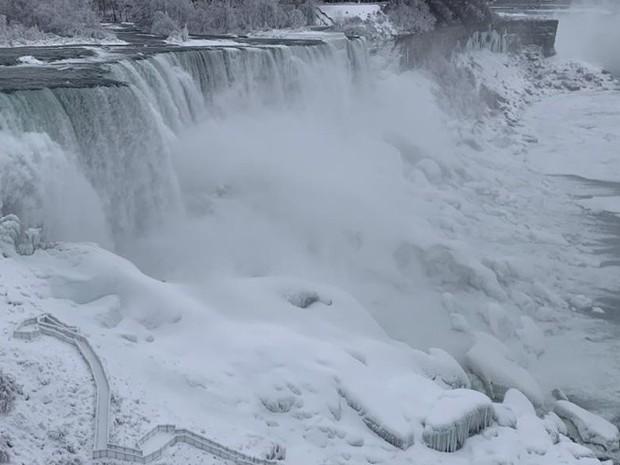 Chùm ảnh: Thác Niagara hóa xứ sở băng giá - Ảnh 3.