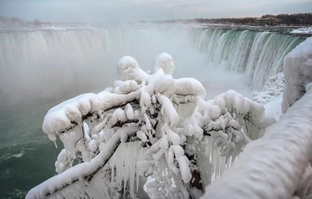 Chùm ảnh: Thác Niagara hóa xứ sở băng giá - Ảnh 4.