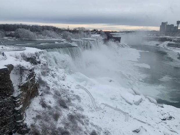 Chùm ảnh: Thác Niagara hóa xứ sở băng giá - Ảnh 7.