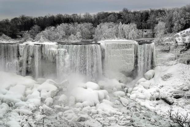 Chùm ảnh: Thác Niagara hóa xứ sở băng giá - Ảnh 1.