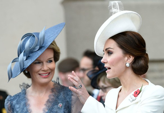 Cả Công nương Diana và Meghan đều bị cho là phá luật Hoàng gia khi làm điều này nhưng sự thật đằng sau lại vô cùng bất ngờ - Ảnh 1.