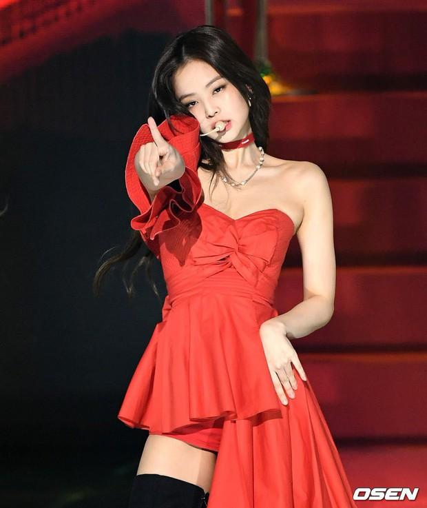 Hậu liên hoàn scandal vẫn được lòng công chúng, Jennie thẳng tay dằn mặt antifan và Dispatch tại sân khấu GMA - Ảnh 7.