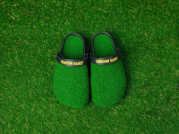 Chiêm ngưỡng đôi dép cao su một triệu tư khiến người mang như đi chân trần trên cỏ - Ảnh 2.