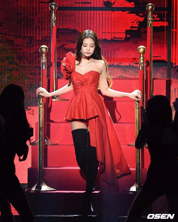 Hậu liên hoàn scandal vẫn được lòng công chúng, Jennie thẳng tay dằn mặt antifan và Dispatch tại sân khấu GMA - Ảnh 10.