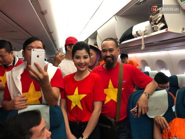 Hàng trăm CĐV từ Hà Nội - Hồ Chí Minh hội quân sang cổ vũ ĐT Việt Nam trong trận tứ kết Asian Cup 2019 - Ảnh 11.