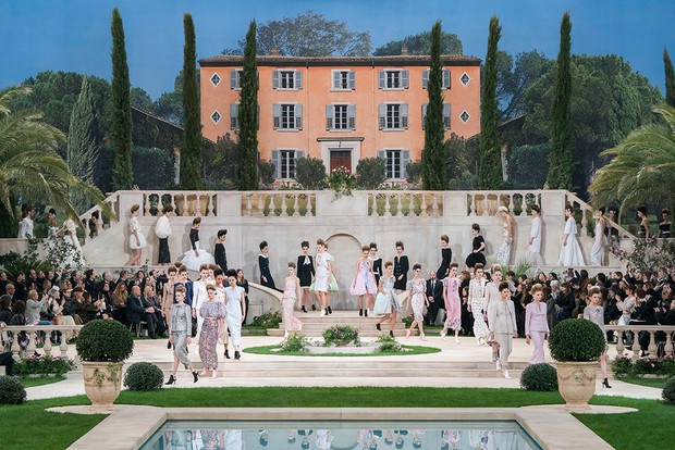 BST Haute Couture mới nhất của Chanel vẫn đẹp, nhưng lại phát sinh một sự vắng mặt khiến cả thế giới hoang mang - Ảnh 1.