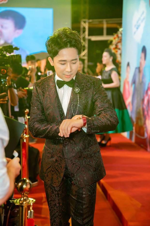Trong khi Hari Won mặc lại váy cưới của Nhã Phương thì Trấn Thành lại chơi lớn với set đồ gần 1,5 tỷ đồng ở sự kiện - Ảnh 8.