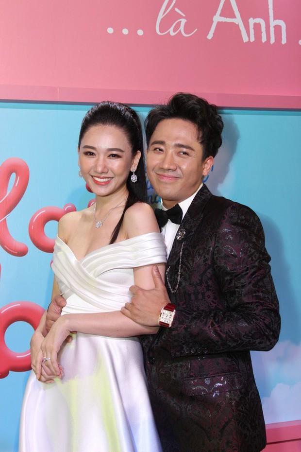 Trong khi Hari Won mặc lại váy cưới của Nhã Phương thì Trấn Thành lại chơi lớn với set đồ gần 1,5 tỷ đồng ở sự kiện - Ảnh 7.