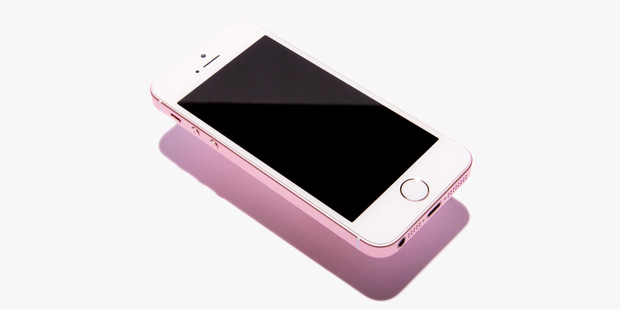 Xả hàng iPhone SE giá sốc, có phải Apple đang thử phản ứng người tiêu dùng để tung ra iPhone SE 2? - Ảnh 1.