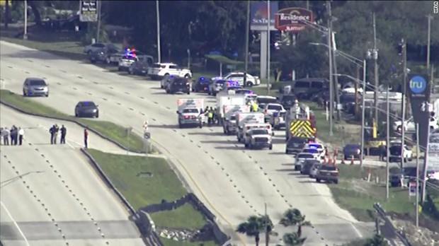 Xả súng tại ngân hàng trung tâm Florida, 5 người chết - Ảnh 1.