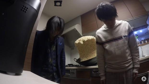 Sự thật phía sau chảo cơm rang khổng lồ gây bão Internet của anh chàng Nhật Bản - Ảnh 11.
