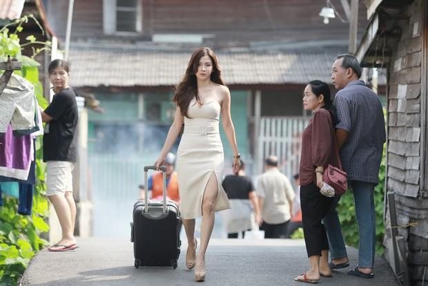 Toát mồ hôi hột khi xem 2 phim Thái Lan về gái làng chơi: Đến Quỳnh Búp Bê cũng phải chào thua! - Ảnh 4.