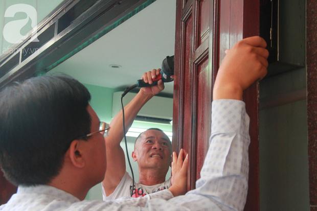 Chung cư bị nghiêng 45cm giữa trung tâm Sài Gòn, hàng trăm người dân khốn khổ chuyển nhà ngày cận Tết - Ảnh 11.