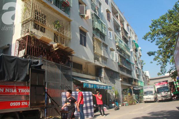 Chung cư bị nghiêng 45cm giữa trung tâm Sài Gòn, hàng trăm người dân khốn khổ chuyển nhà ngày cận Tết - Ảnh 4.