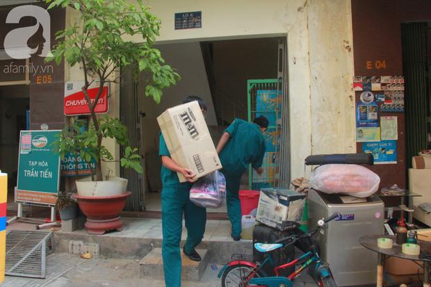 Chung cư bị nghiêng 45cm giữa trung tâm Sài Gòn, hàng trăm người dân khốn khổ chuyển nhà ngày cận Tết - Ảnh 9.