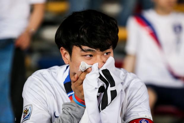 Tuyển thủ Hàn Quốc buồn bã, CĐV suy sụp sau thất bại ở tứ kết Asian Cup 2019 - Ảnh 8.