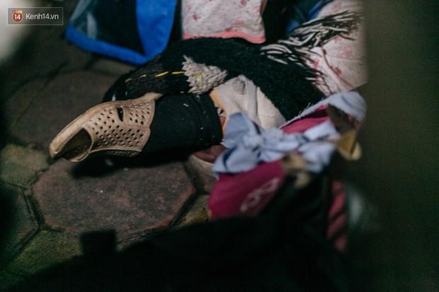 Phận người vô gia cư trên đường phố Hà Nội những ngày rét mướt: Chúng tôi cũng có một cái Tết như bao người khác - Ảnh 13.