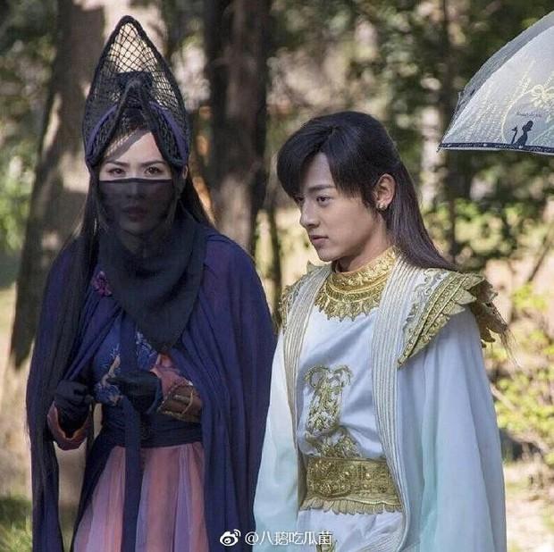 Thỉnh khán giả đoán xem vị nữ hiệp này đang đội cái nồi gì trên đầu trong Tân Thiên Long Bát Bộ? - Ảnh 12.
