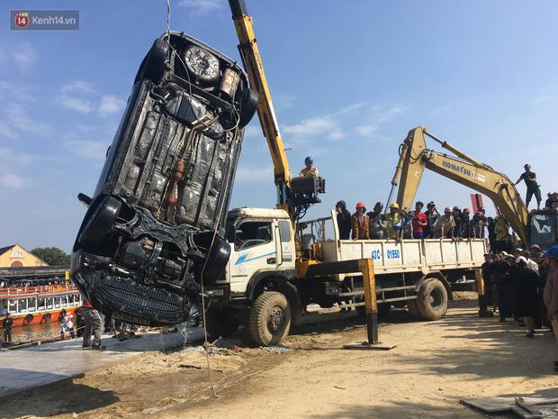 Vớt được thi thể người chồng và con trai 6 tuổi trong vụ ô tô chở cả gia đình người Hà Nội lao xuống sông ở Hội An - Ảnh 4.
