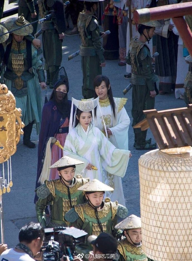 Thỉnh khán giả đoán xem vị nữ hiệp này đang đội cái nồi gì trên đầu trong Tân Thiên Long Bát Bộ? - Ảnh 4.