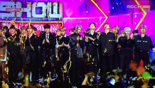 Nổi da gà với sự trùng hợp trong con số giải thưởng mà 18 tháng qua Wanna One đã đạt được - Ảnh 2.