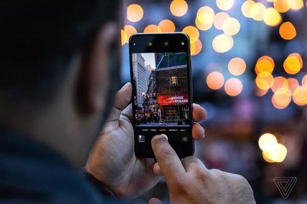 Fan ruột hò nhau ném đá Apple vì quá keo kiệt, không có giải tiền mặt cho cuộc thi chụp ảnh iPhone - Ảnh 1.