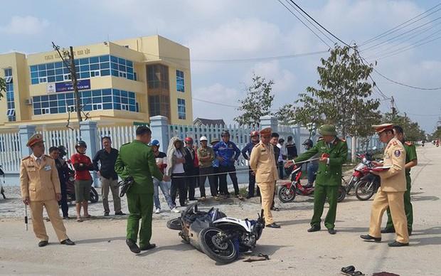 Tai nạn thảm trên đường đưa người đi cấp cứu - Ảnh 1.