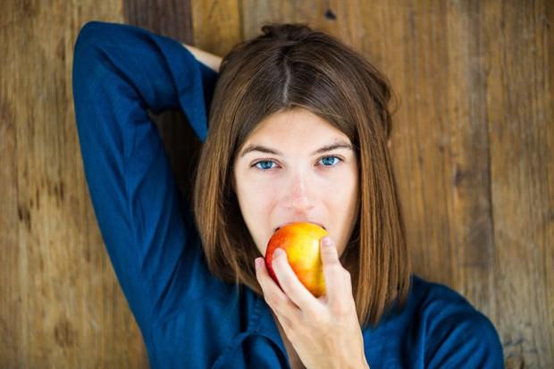 Những cách đơn giản giúp bạn khắc phục tình trạng hôi miệng hiệu quả - Ảnh 3.