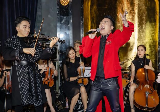 Hồ Ngọc Hà - Kim Lý cùng dàn sao Việt đến ủng hộ đêm nhạc riêng của nghệ sĩ violin Hoàng Rob - Ảnh 3.